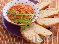 Домашно песто с мариновани сушени домати, кашу и чесън